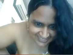 Indian aunty plays on webcam